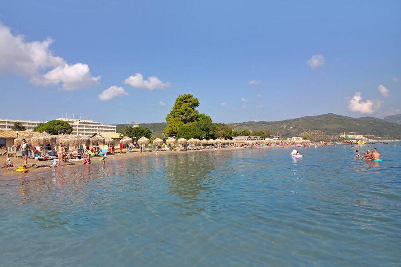 Plazhi privat Messonghi Beach Hotel Corfu Elite Travel Agency